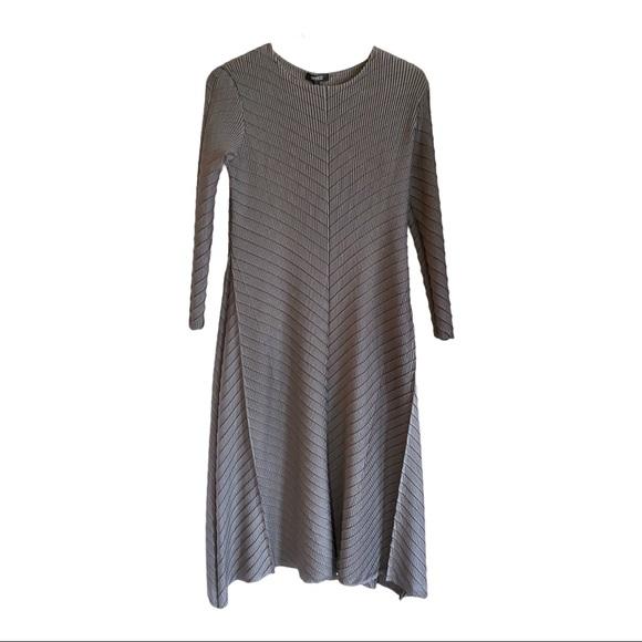 Veeca Crinkle Stretch Dress NWT